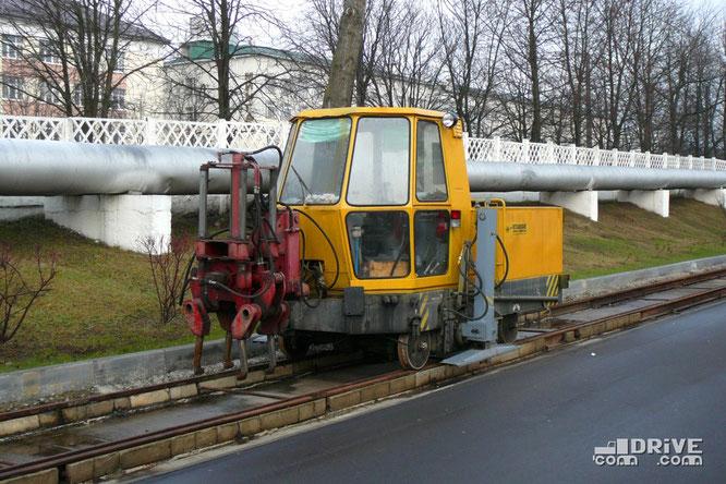 Специализированная подбивочно-рихтовочная машина МПРП (заводской №90). Находится в активной эксплуатации. Минск, трамвайный парк. 29/11/2009