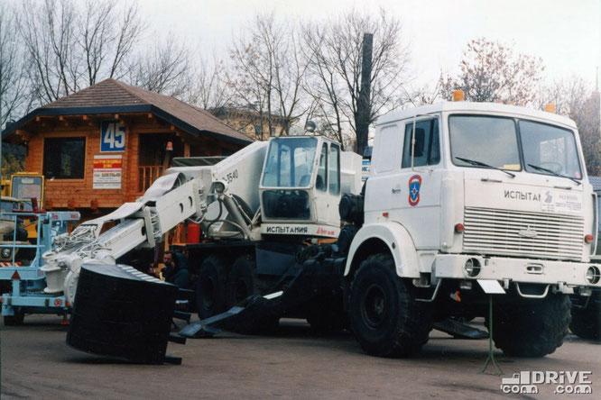 Экскаватор ЭО-3540 на шасси полноприводного МАЗ-6317. Фото из архива Юрия Петрова