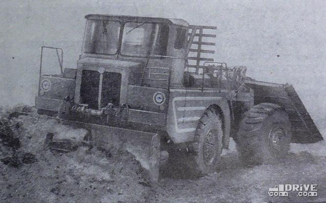 """Т-210 в роли бульдозера. Фото журнала """"Тракторы и сельхозмашины"""" 1/1963 г."""