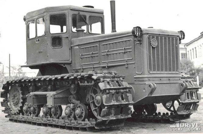 Гусеничный трактор С-140. Фото архивное