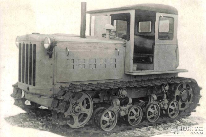 Гусеничный трактор ДТ-54 тягового класса 3. Фото архивное