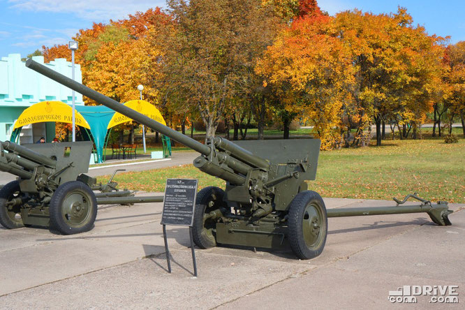 Противотанковая 57-миллиметровая пушка ЗИС-2. Выпускалас в 1941 г. и с 1943 по 1949 гг.