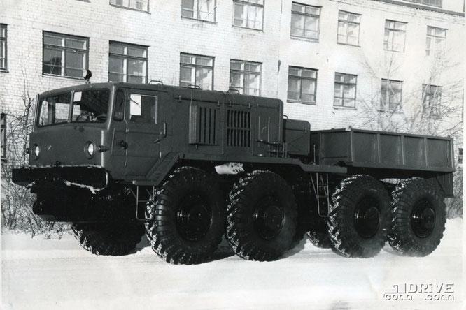 Балластный тягач МАЗ-537Л. Фото архивное
