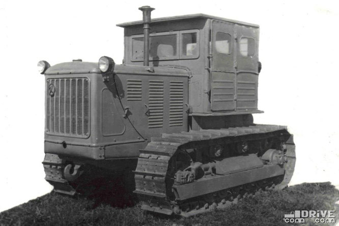 """Гусеничный трактор """"Сталинец-80"""" (С-80). Фото архивное"""