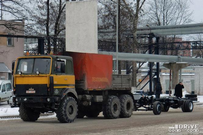 """МАЗ-631705 в """"военной"""" версии с односкатной ошиновкой"""