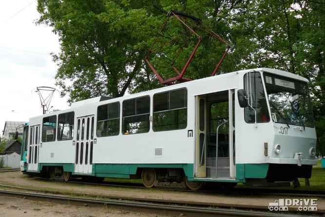 """Вагон Tatra T6B5SU (заводской №179558) постройки 1994 года. Работал на маршрутах Минска до 2010 года. В 2011 году был передан в Южное трамвайное депо г. Екатеринбург, где и эксплуатируется до сих пор. Минск, ДС """"Озеро"""". 13/06/2008"""