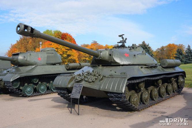 Тяжелый танк ИС-3 серийно производился с 1944 по 1946 гг. Выпущено 2311 ед. В боевых действиях ВОВ не участвовал