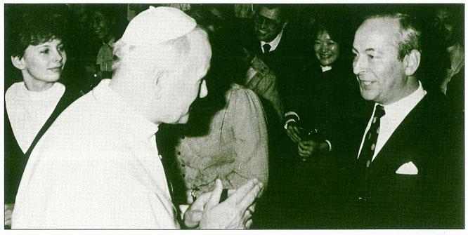 Johannes Paul II.: Ing.Max Löblich überbringt dem Papst in Rom die Festtagswünsche der Löblich Mitarbeiter