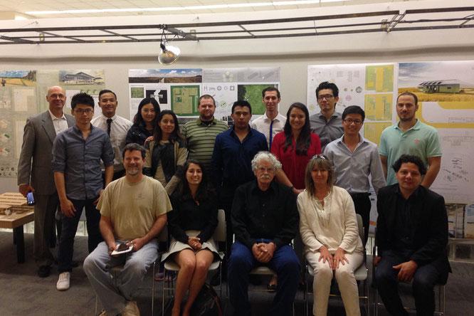 Un'intera classe della facoltà di architettura dell'Università di Houston dedicò un semestre ai progetti del nostro aeroporto verde sostenibile. Qui la presentazione finale dei loro progetti, tutti eccellenti!!