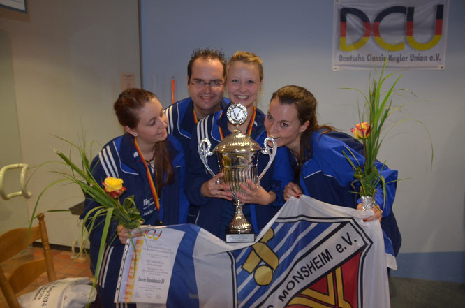 v.l. Jana Lena Hafke, Trainer Sebastian Klonner, Lea Beitz und Sandra Breyvogel, es fehlt Nina Lipka