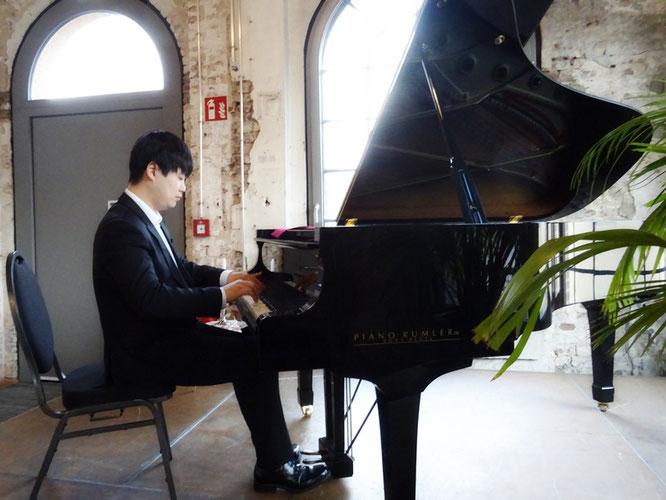 SE-HYEONG YOO spielte herausragend Klavier. Foto: G. Kicker.