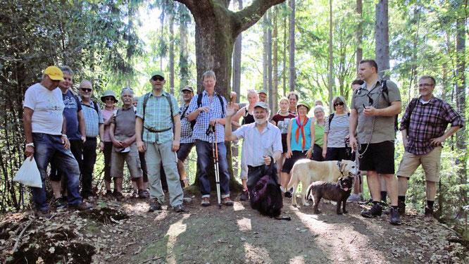 """Gruppenbild bei """"Windecks Gericht"""" auf dem Galgenberg"""