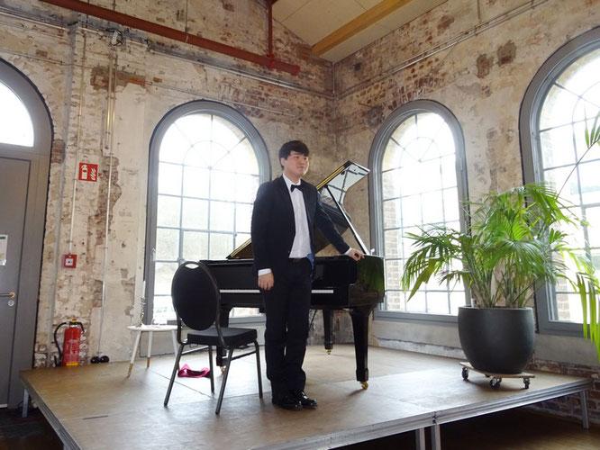 Der Pianist liebte die Atmosphäre im kleinen Kreis und die Nähe zum Publikum. Foto: G. Kicker.