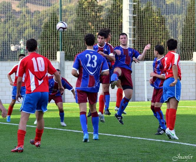 Imagen del partido entre el Laudio B y el Nanclares de la temporada 2012-13 disputado en San Martín. Foto: Juanfer.