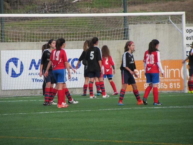El Regional femenino dio la cara ante el Aurrera B pero no pudo sacar nada positivo al final. Foto: Jesus Orueta.