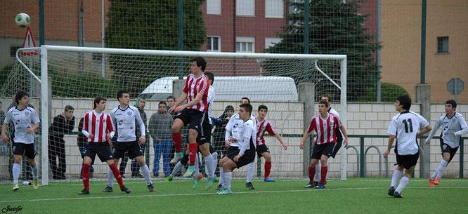 El Juvenil de Honor perdió ante el líder por 0-3 en San Martín. Foto: Juanfer.