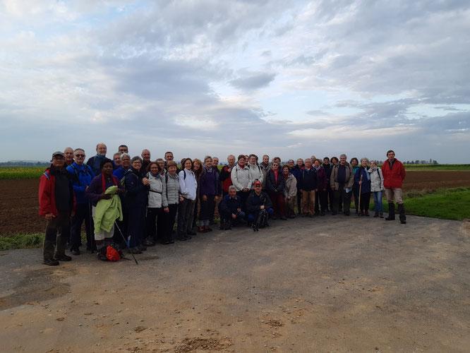 les  46 randonneurs pour la sortie du  mercredi  23 /10/2019 avant  la séparation entre  les  8 et 12 km .