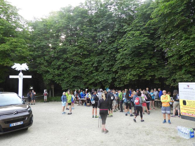 Le départ du  4éme Marathon des  3 Forêts   le  24 juinn 2018 . Chantilly - Senlis  - Nogent sur Oise