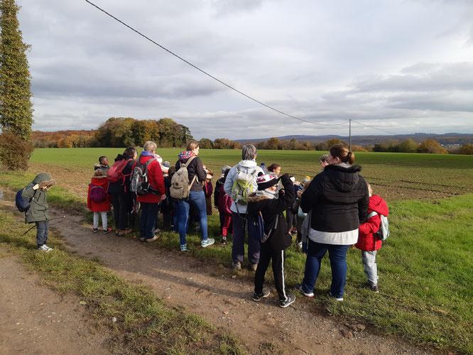 La 1ér  sortie  le  14 novembre 2019 sur le chemin de  Villers saint  Paul avec  les  2 classes de  primaire . Lecture du  paysage  avec   le  Mont  Pagnotte  et Saint christophe  et la  Vallée de  l' Oise .