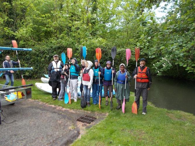29 AVRIL 2018 - Aprés une randonnée de  12 km de  Montataire  à  Mello  , une  partie du groupe de randonneurs  vont descendre  le  THERAIN  en Kayak. .