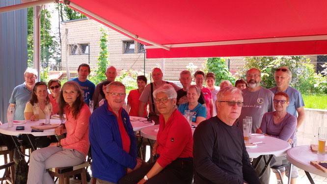 le 22 mai 2019 apres une rando commune à Verneuil en Halatte, un  petite  pose : Biére et charcuterie  au Coeur de  Malt  Brasserie Artisanale.  24 randonneurs  à  l'apéro .
