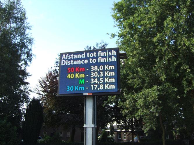 M comme  militaire  40 km   -   40 km la distance reine  pour tout le  monde  -  50 km  pour les  jeunes   -  30 km   possible  pour >60 ans  et  >13 ans  les ados  .
