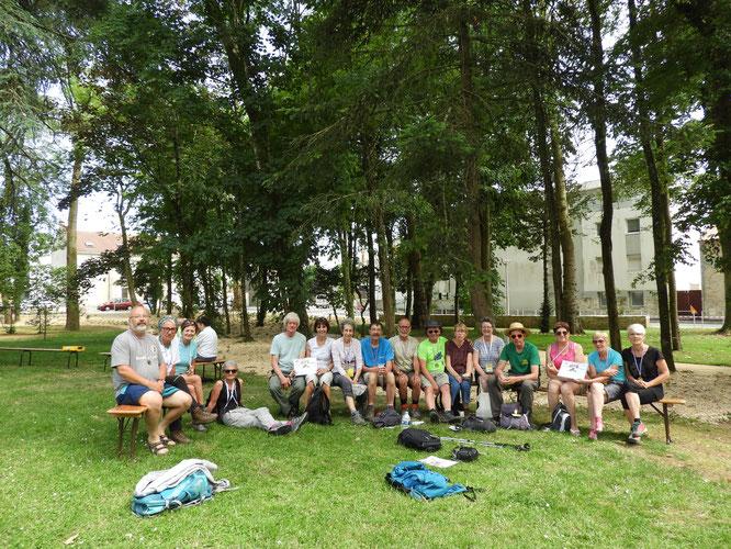 Les  16 participants au complet  avec  les  4 jours de  marche de suite  . Plus de  1520 km   eux tous !