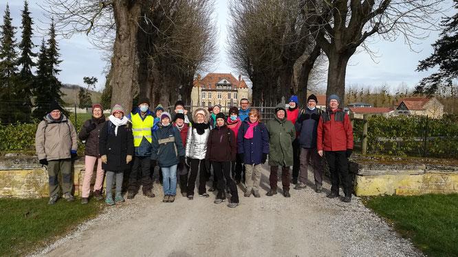 Bailleul sur thérain  - groupes de  12 et 8 km réunis  devant l'ancienne abbaye  de Froidmont -2021