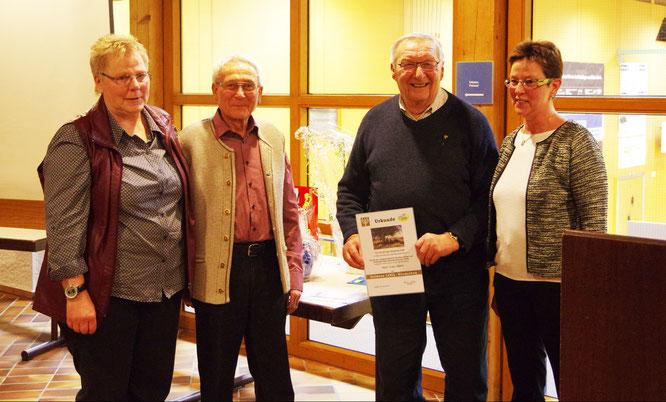 Foto: E. Heybach: Werner Butterweck und Erwin Nitsch freuen sich zusammen mit Gudrun Buschle und der Kreisvorsitzenden Christel Schäfer über die Ehrung.