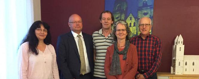 Vorsitzende des Fördervereins Kirche Sankt Ambrosius e.V. (von links): Fr. Prause, Hr. Führung, Hr. Garde, Fr. Garde und Hr. Michalek (Vorstandsvorsitzender)