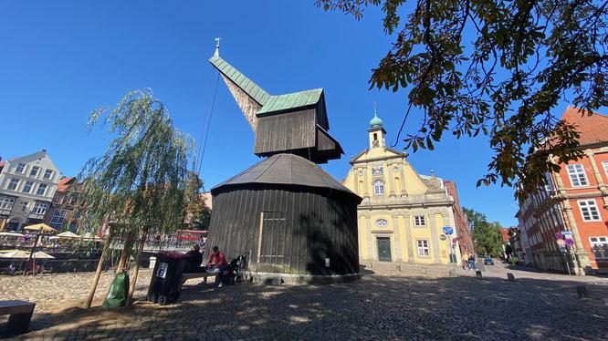 Bild: Das Alte Kaufhaus und der Alte Kran