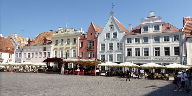 Bild: Rathausplatz in Tallinn
