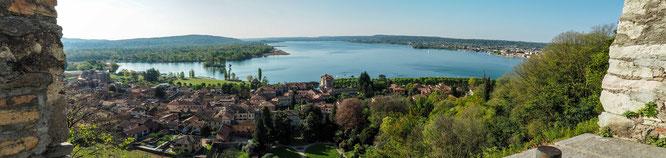 Bild: Der Ort Angera am Lago Maggiore