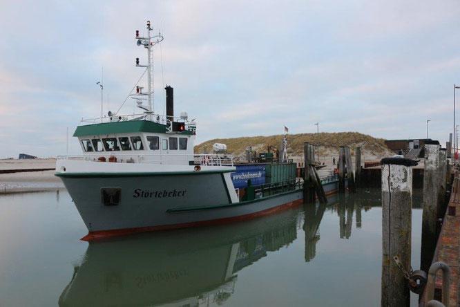 MS Störtebeker an der Ablaufbahn im Hafen von Wangerooge