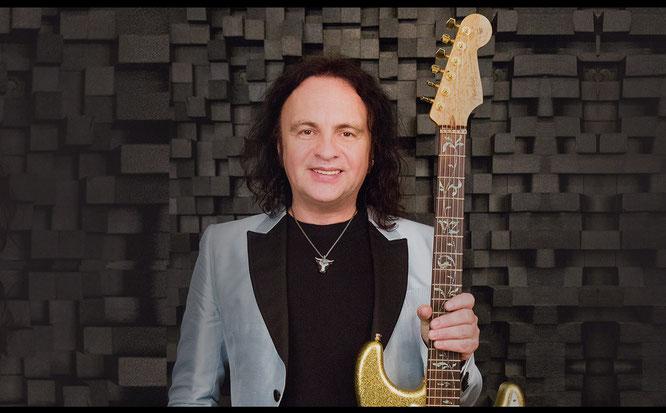 Виктор Зинчук - акустический концерт для пяти гитар и двух гитаристов