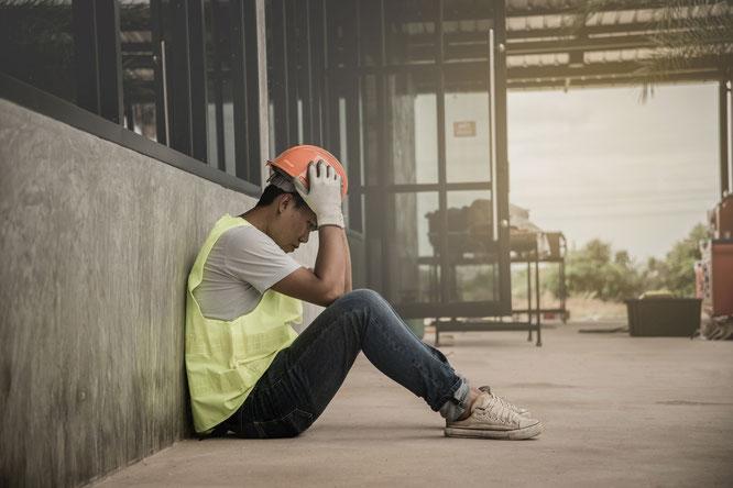 Muss sich ebenfalls einen neuen Job suchen: Vom Postillon eingeschleuster Fake-Bauarbeiter des BER