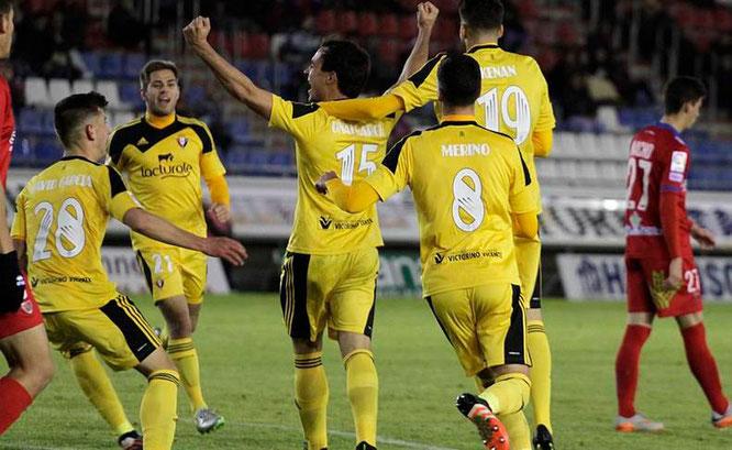 Kenan Kodro celebra con sus compañeros el 1-3 de Osasuna en Los Pajaritos. Foto: Diario de Navarra.
