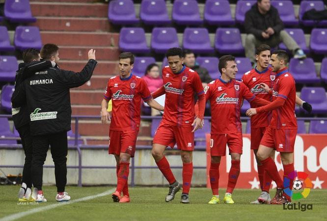 Callens celebra con sus compañeros su gol. Foto: www.laliga.es