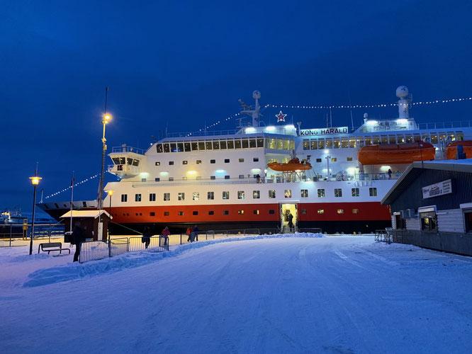 MS Kong Harald im Winter von Kirkenes.