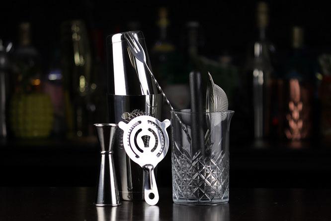 Utensilios de cocteleria, herramientas de mixologia, equipo bartender