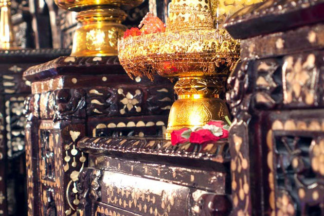Wat Intharawihan Bangkok Thailand