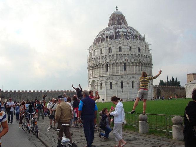Schiefer Turm von Pisa Touristen