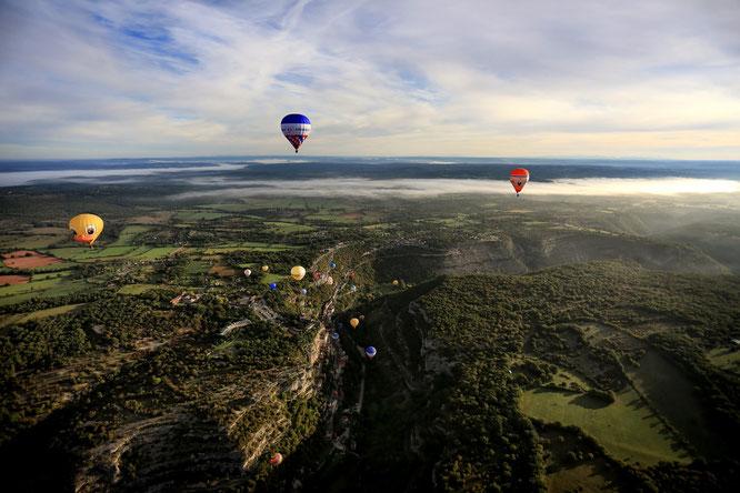 montgolfières au dessus des gorges