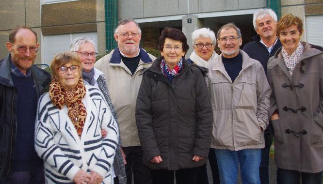 L'équipe du Secours Catholique, devant ses locaux de Morlaix (nov. 2017)
