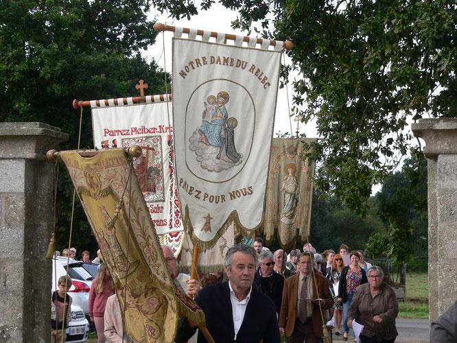 La procession, avant l'entrée dans la chapelle de Christ