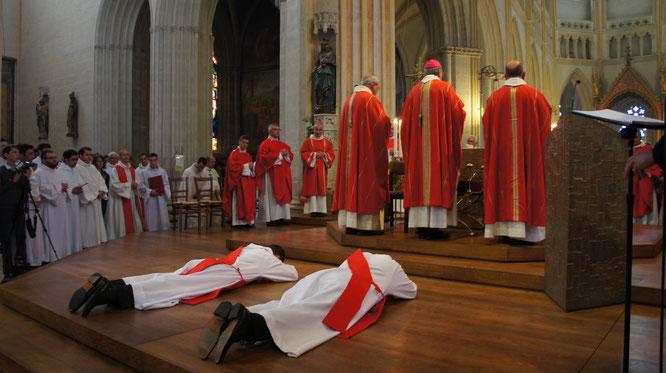 « Les moments forts, ce sera quand je vais m'allonger par terre, en signe d'abandon à Dieu, raconte Joseph Coste. Et  quand 200 prêtres vont défiler devant moi et apposer leurs mains sur ma tête. Il y aura beaucoup d'émotion » (Le Télégramme - 26/06/2016)
