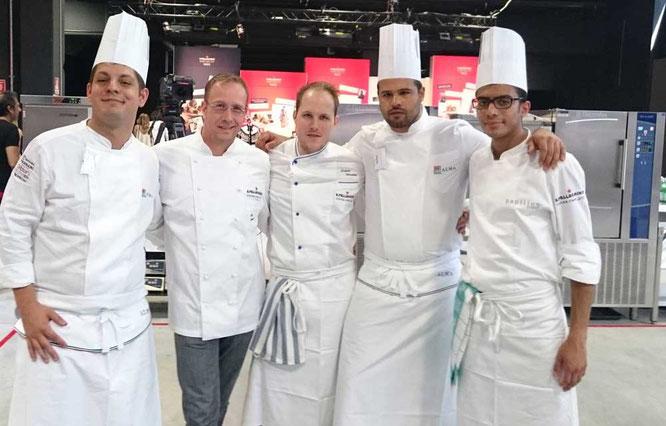 Für Deutschland und Österreich am Start Tobias Wussler (Mitte) mit seinem Mentor Sternekoch Nils Henkel und dem Team ©TheCulinarian PS