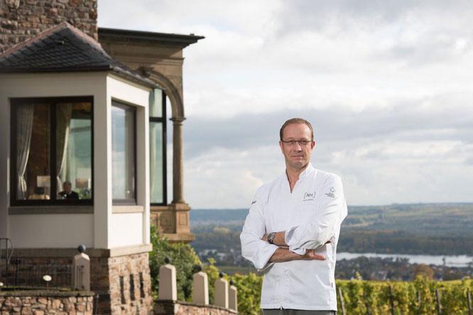 Ab Februar 2017 wird Nils Henkel, der sich zwei Michelin Sterne, 19 Gault Millau Punkte und viele Auszeichnungen erkocht hat, die Gäste von Burg Schwarzenstein verwöhnen  Foto: Wonge Bergmann