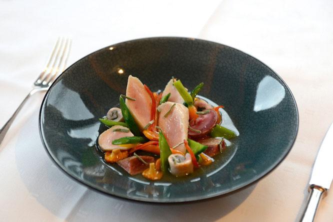 """""""Kaninchen Eintopf"""" mit Rücken, Niere und Leber, jungem Wurzelgemüse und Liebstöckel ©Schanz Restaurant"""