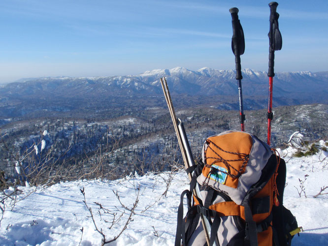 チトカニウシ山
